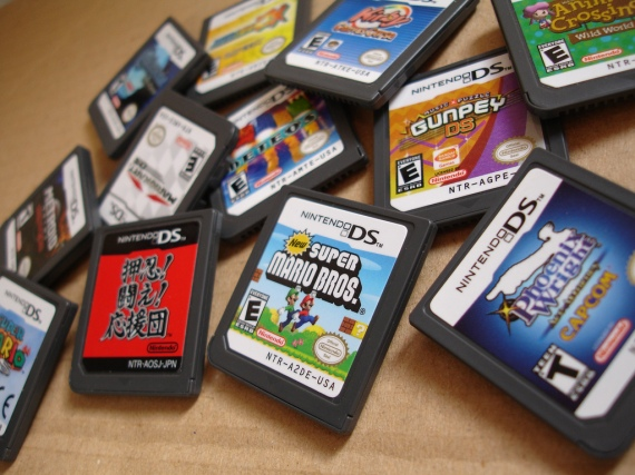 R4 3DS Flash Card + Copy Games & Play Backups R4i N3DS